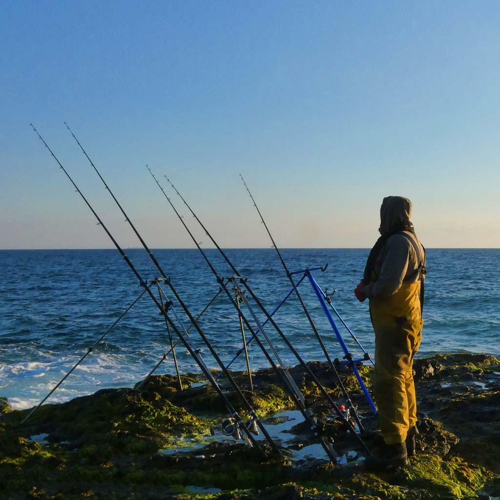 Mark Reed fishing from the rocks in cornwall