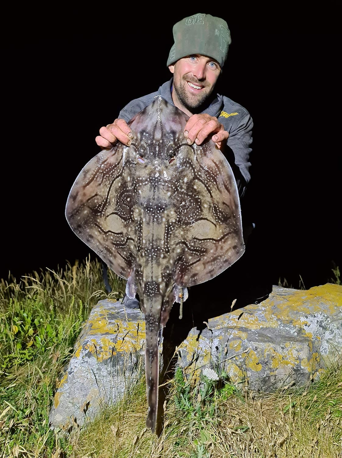 rob stammas with a purbeck shore caught undulate ray